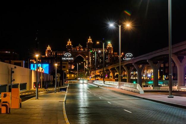 Pointe, 두바이, uae. 아랍에미리트 두바이 팜 주메이라에 레스토랑, 카페, 숍이 있는 새로 오픈한 쇼핑 장소 pointe