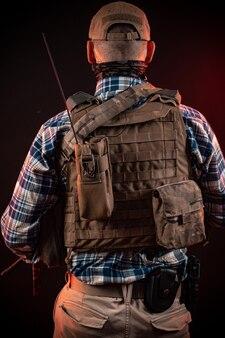 민간인 복장과 갑옷을 입은 경찰 요원