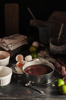 Процесс приготовления шоколадного торта с вишней вкусный и красивый французский десерт клафути