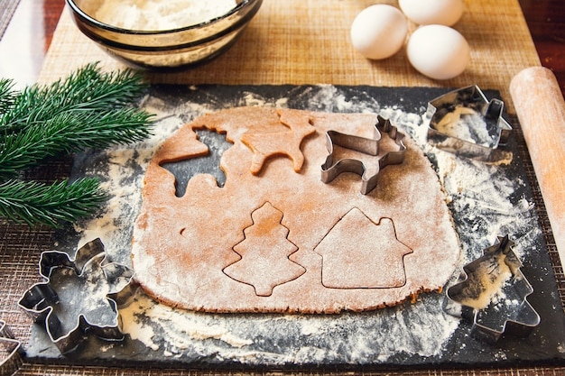 크리스마스 생강 쿠키를 만드는 과정.