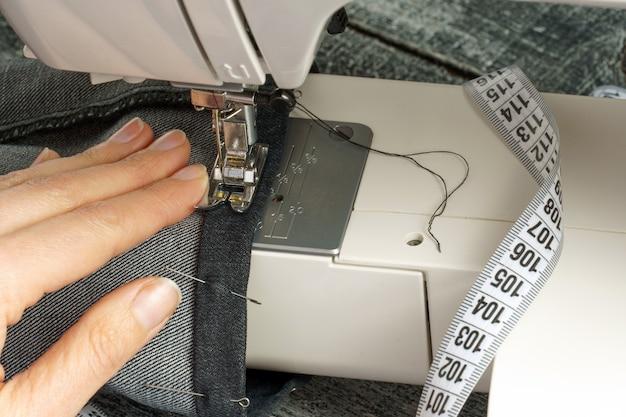 ミシンでジーンズパンツを短くするプロセス
