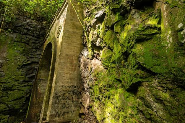 鉄道と発電所のトンネルベントゴンサルベスリオグランデドスルブラジル