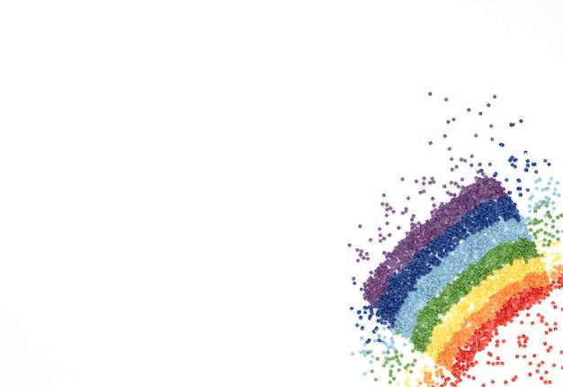 分離されたダイヤモンドモザイクのカラフルな結晶の虹
