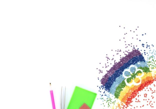 花の形をしたカラフルなクリスタルの虹