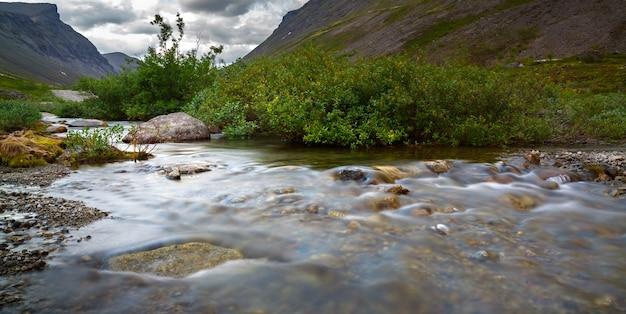 山川の急流