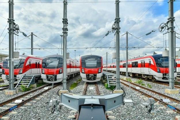 レッドラインの列車はタイのバンコクにある整備施設に停車します
