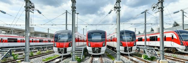 レッドラインの列車はバンコクタイのメンテナンス施設に停車します