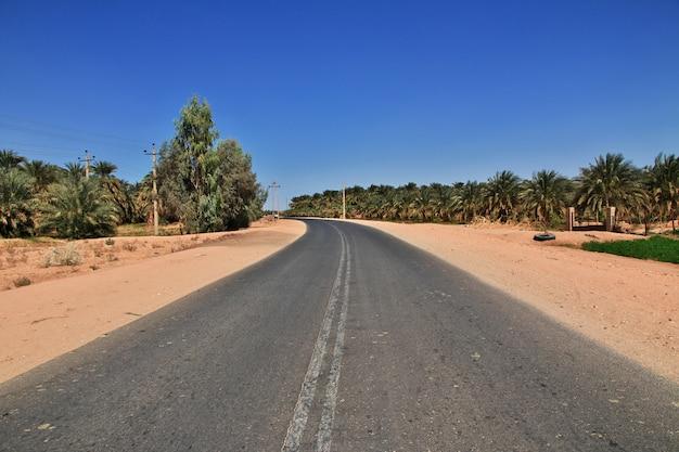 Дорога в пустыне сахара, судан