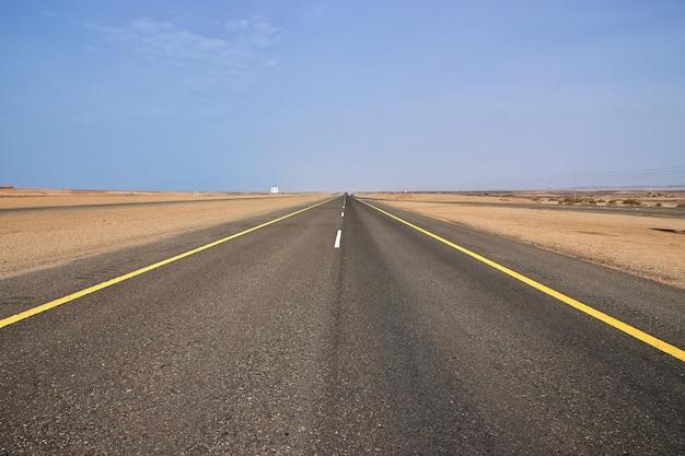 紅海の海岸の道