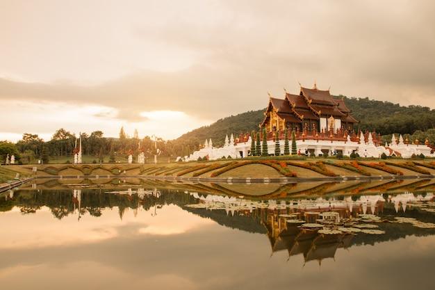 Королевский парк флора ратчапрук в чиангмае, таиланд.