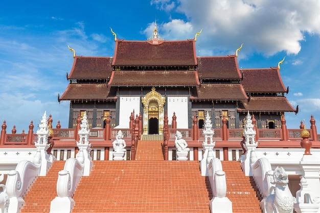 Королевский парк ратчафрук в чиангмае, таиланд
