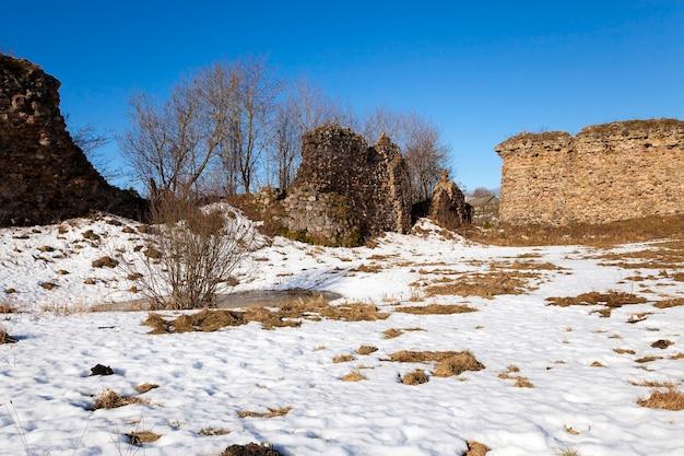 クレヴァベラルーシの村にある古代の要塞の遺跡