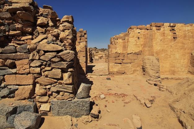 アフリカ、スーダンのサハラ砂漠にあるガザリの古代修道院の遺跡