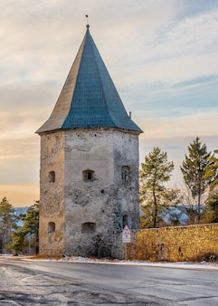 Руины старинного замка в селе кривче
