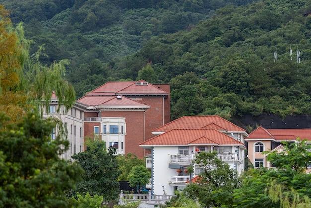 비 온 후의 시골 풍경, 집, 푸른 산과 강