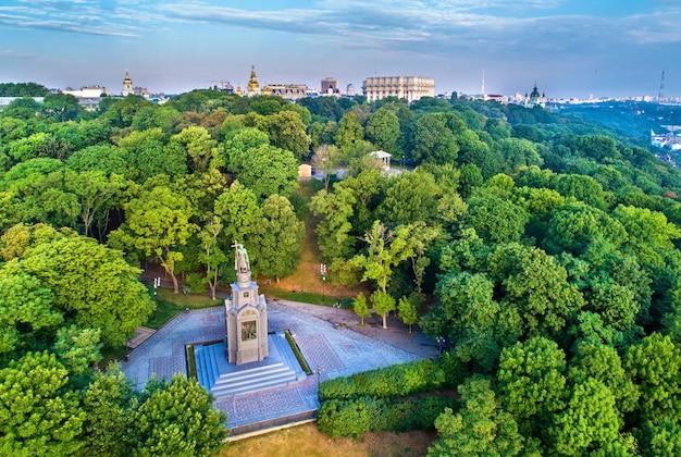 ウクライナの首都キエフの聖ウラジミール記念碑