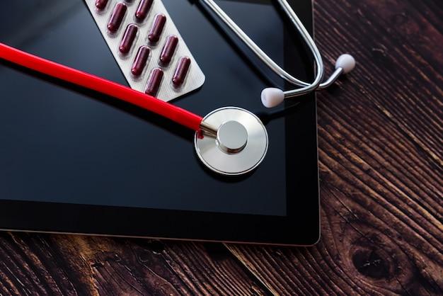 インターネットを介したオンラインでのオピオイド薬の販売は、違法で危険な傾向です。