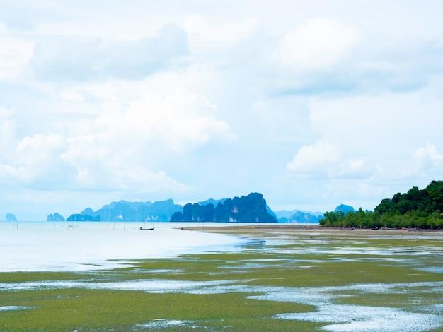 Пейзажи острова и спокойное море