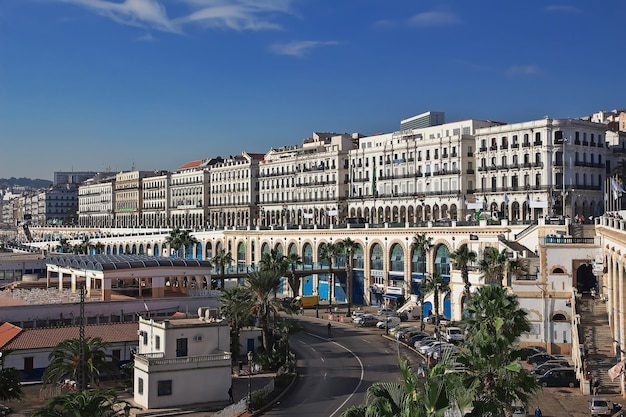アルジェリア市、アルジェリアの海辺の大通りエルネスト チェ ゲバラ
