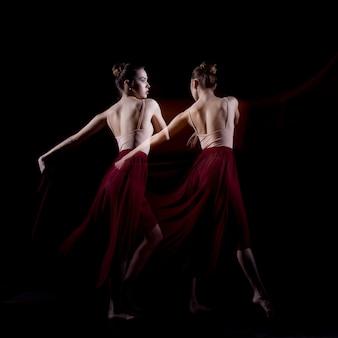 Чувственный и эмоциональный танец прекрасной балерины.