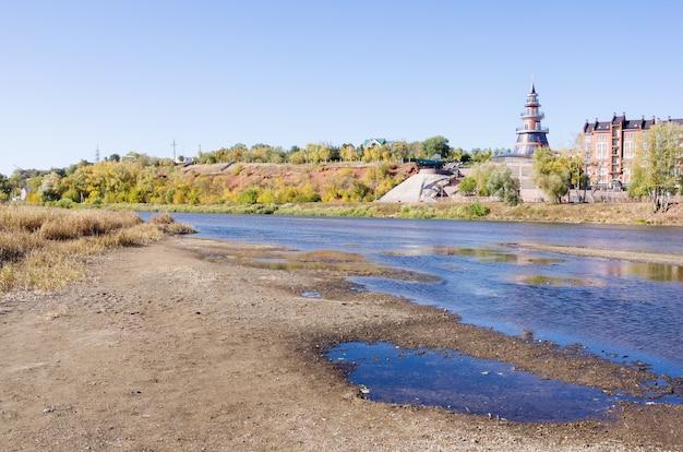ウラル川の岸