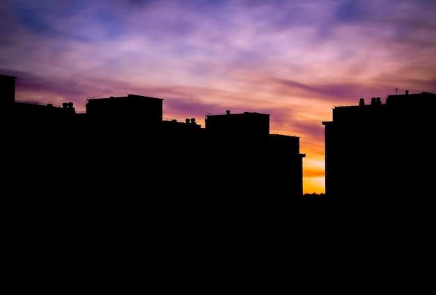 Силуэт городского пейзажа на закате