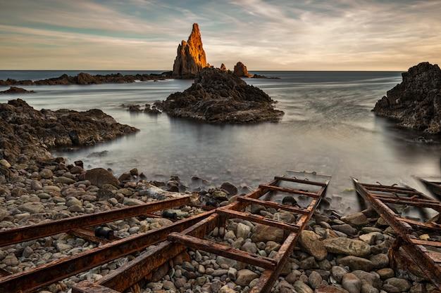 Риф сирены расположен в природном парке кабо-де-гата. андалусия. испания.
