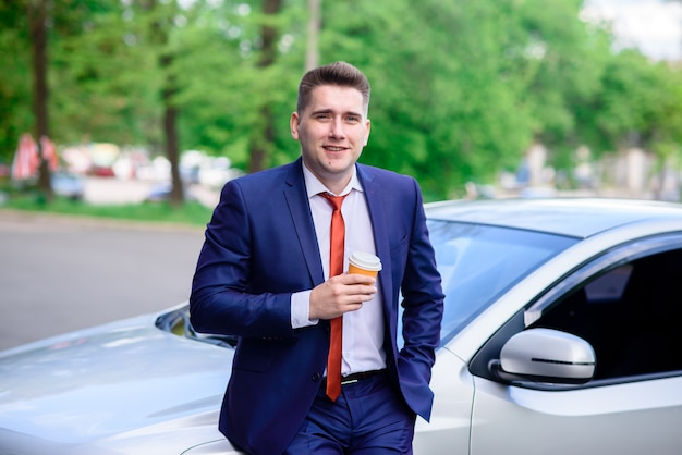成功したビジネスマンの笑顔。