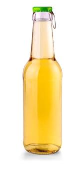 Бутылка безалкогольного напитка, изолированные на белом фоне