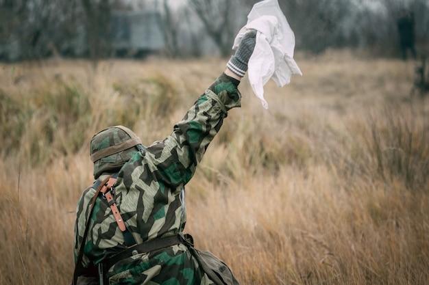 독일의 군인이 포로가되고있다