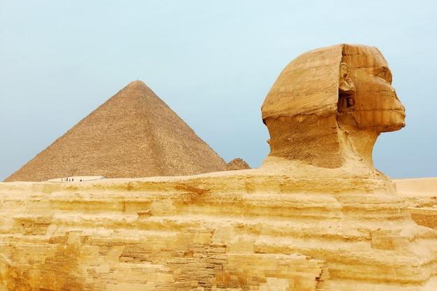 エジプトのスフィンクスとピラミッド