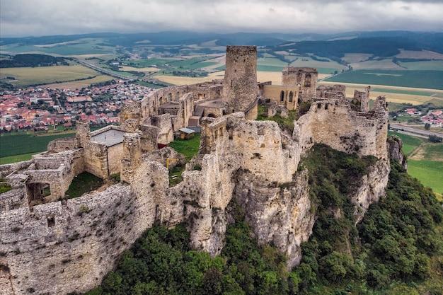 Замок спиш - национальный памятник культуры спишский град (юнеско) - замок спиш - один из крупнейших замков в центральной европе (словакия).