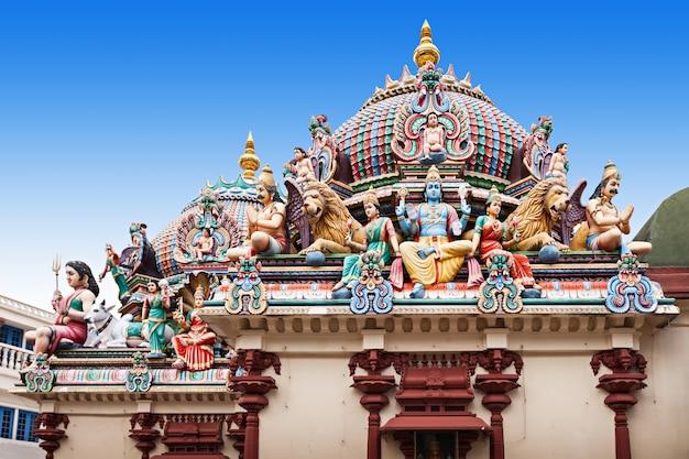 Храм шри мариамман - старейший индуистский храм сингапура.