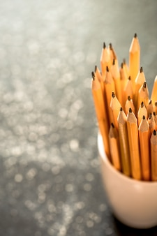 유리에 연필의 스택