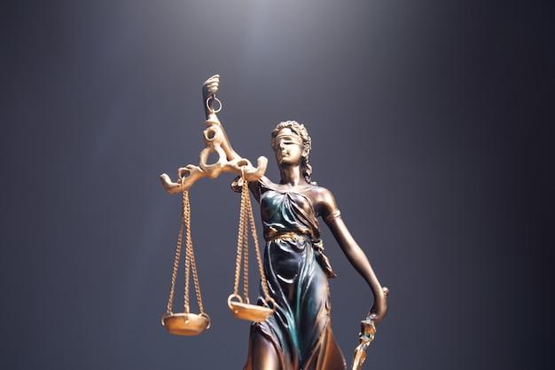 正義の女神のシンボル、法法の概念イメージ