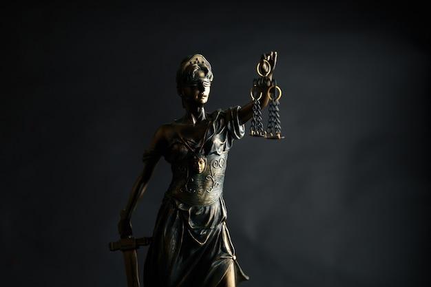 Статуя правосудия символ, изображение концепции юридического права