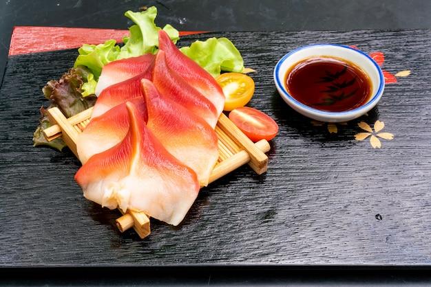 Серп моллюска стимпсона или хоккигай сашими