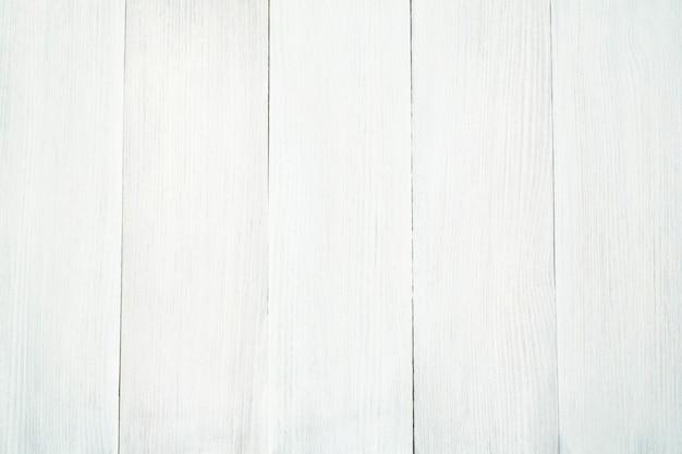 木の表面の構造は、垂直に配置された白い木で作られています。