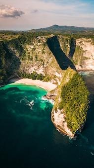 Потрясающий пляж келкинга. индонезия.