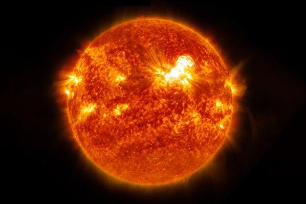 太陽は完全に熱い星暗い背景にこの画像の要素はnasaによって提供されました