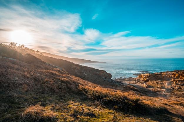 태양은 기푸 스코 아 산 세바스티안 근처의 자 이즈 키벨 산 연안에 자리 잡고 있습니다. 스페인