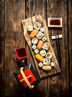 巻き寿司とハーブティー。