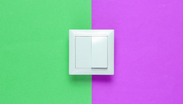Выключатель на цветной бумаге, минимализм