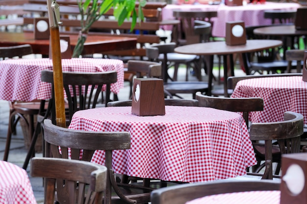 サマーテラスのバーのテーブル。