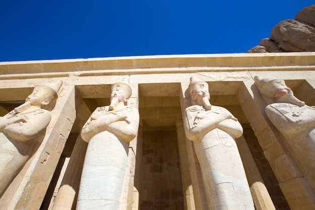 エジプトのルクソール近くのハトシェプスト神殿