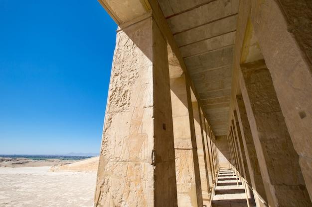 Храм хатшепсут недалеко от луксора в египте