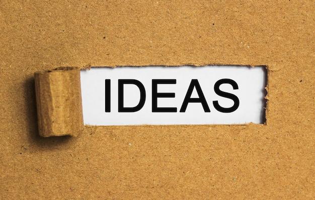 Текст идеи за рваной оберточной бумагой