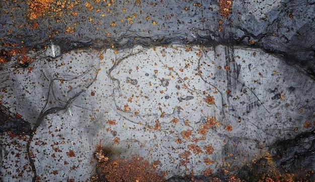 テクスチャーはメタリックです。古いさびた金属からの産業の背景。錆びた亀裂のある織り目加工の金属の背景。