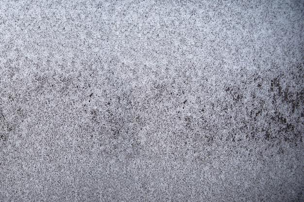 차창에 가벼운 아침 겨울 서리의 질감