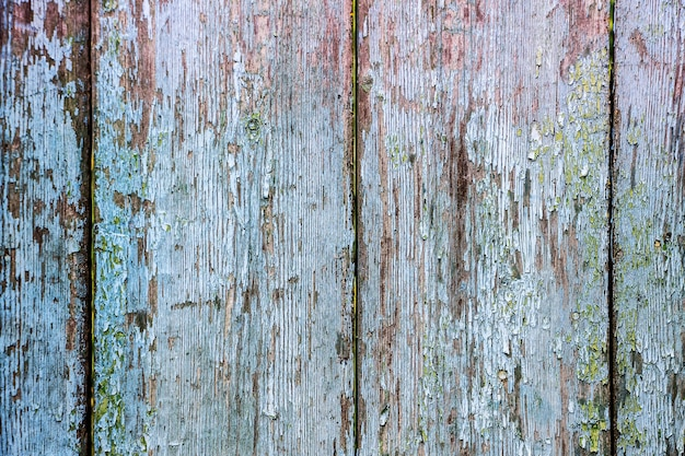 Текстура старых треснувших деревянных досок со следами краски